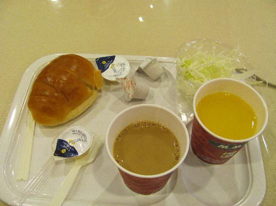 Tokyu Stay Shibuya: continental breakfast..yum