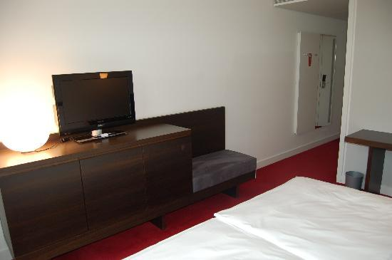 "Empire Riverside Hotel: Zimmer Kat. ""Riverside"", 18. Stock"