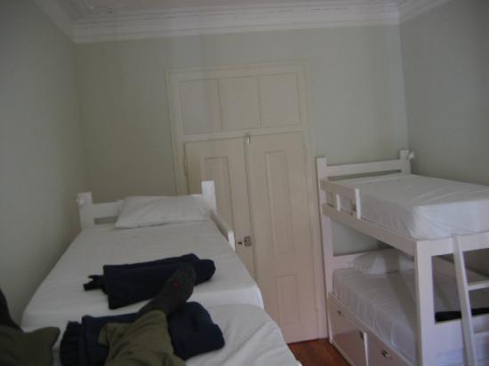 Royal Lisbon Hostel: The rooms are very white