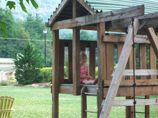 ‪‪Maggie Valley Creekside Lodge‬: small play area for the little ones‬