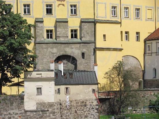 Neue Bischofliche Residenz (New Episcopal Residence): Neue Bischofliche Residenz and Innbrückbogen