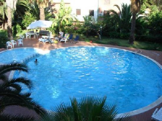 A La Maison: piscine