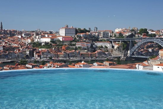 The Yeatman: Infinity Swimming Pool with views over Porto