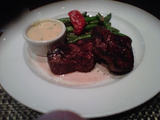 Cedars Steak House: Filet mignon with bearnaise sauce sauteed stringbean tomatoes