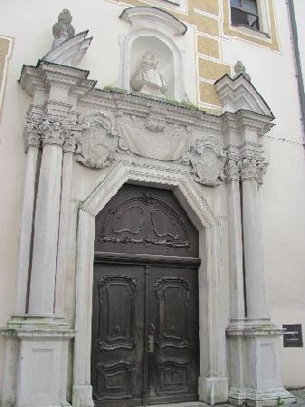 Alte Bischöfliche Residenz: portal