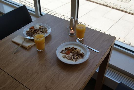StayAt Lund : Breakfast. Large windows.