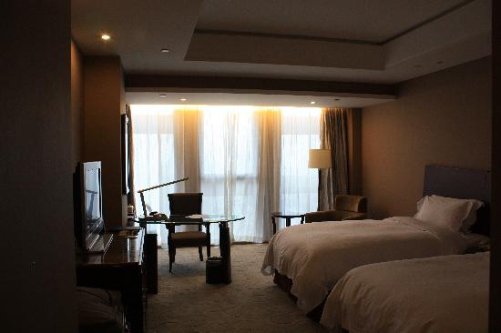 Grand Metropark Yuantong Hotel: Spacious and clean room