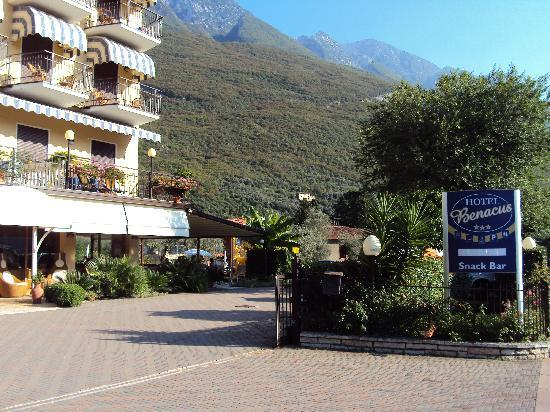 Hotel Benacus Malcesine: Front of Hotel