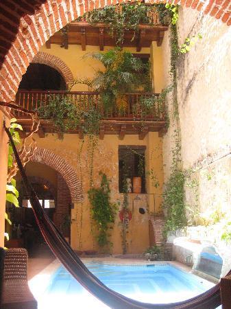 Casa India Catalina : Vista desde la sala de estarmientras esperábamos nuestra habitación.