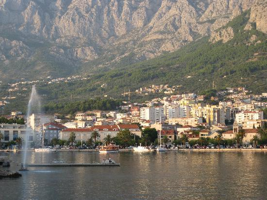 Makarska, Croatie : Harbour area.