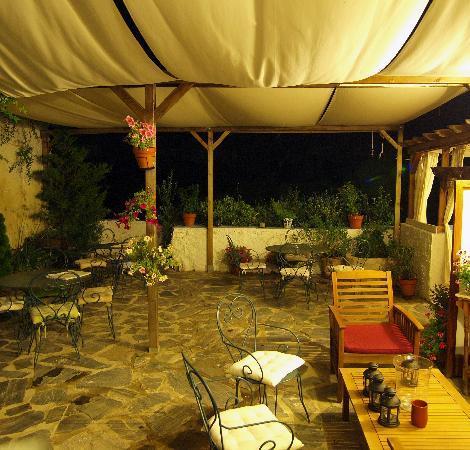 Hotel La Seguiriya : la Seguiryia courtyard in the evening