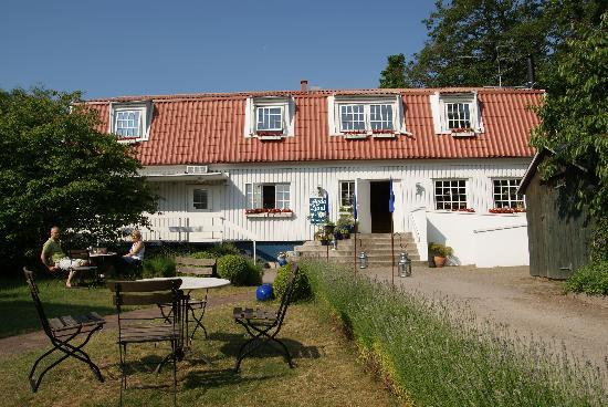 Agda Lund Bed & Breakfast: This is where you can have your breakfast in the garden.