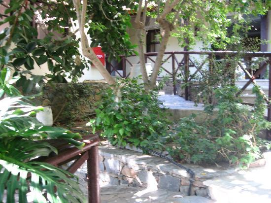 Istron, Greece: garden between buildings in the hotel