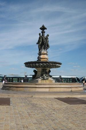 Bordeaux, France: fountain near the river