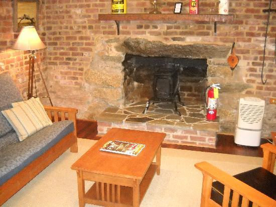 The Inn at the Crossroads: Living area of Summer Kitchen Cottage