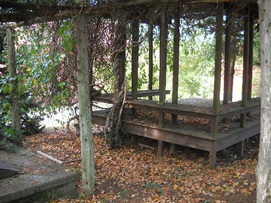 The Inn at the Crossroads: Vine-covered gazebo on the Inn's grounds