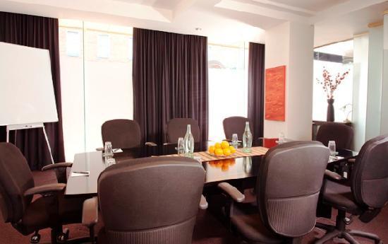 VR Hamilton Hotel: Executive Boardroom