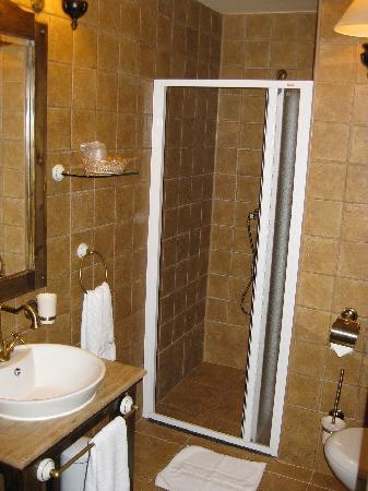 Bella Muzica: bathroom