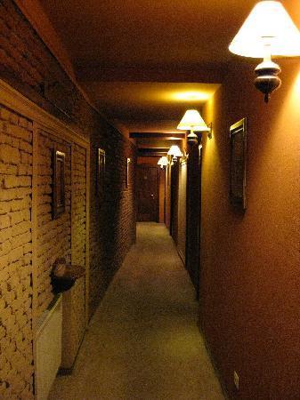 Bella Muzica: corridor leading to room