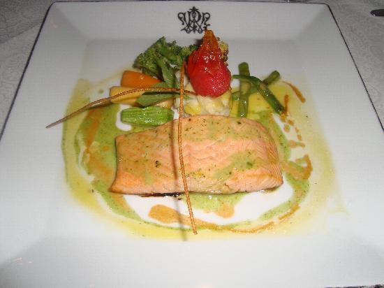 1886 Restaurant: The salmon main dish