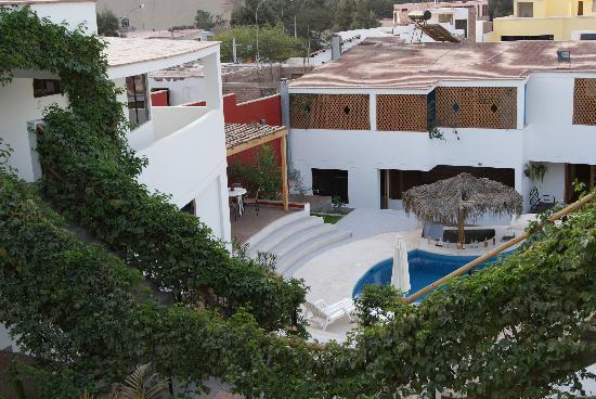Hotel Villa Jazmin: Piscina y Jardin