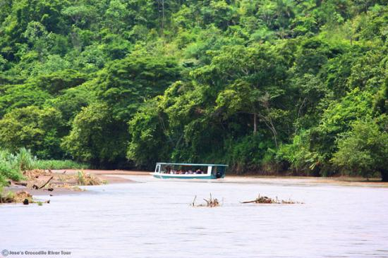 Tarcoles, คอสตาริกา: River boat and rainforest scenery / www.crocodiletour.com