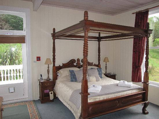 Historic Sennen House Boutique Accommodation: Queen Charlotte Bedroom