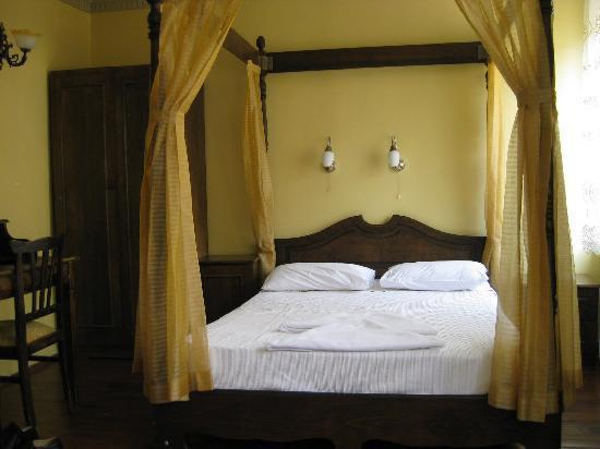 Triple room Hanedan Hotel (also has single bed)