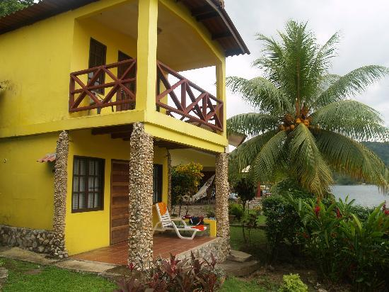 The two-story, two bedroom cabañas at Scubapanama.