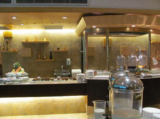 Radisson Hotel Brunei Darussalam: Breakfast buffet and this shows only part of it!