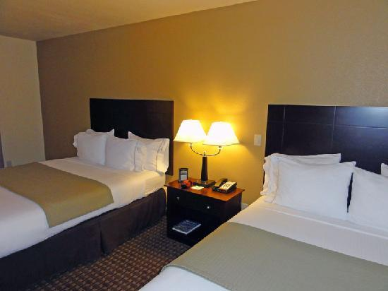 Holiday Inn Express Dinuba West: Beds