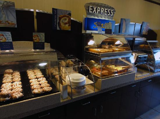 Holiday Inn Express Dinuba West: Breakfast