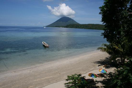 Bunaken Island Resort: view logde