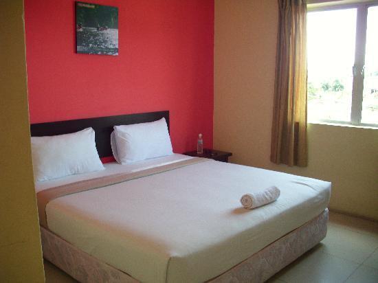 Wau Hotel & Cafe: Unser Zimmer