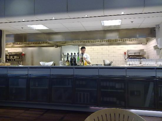 Eyecon Bar and Caffe : open kitchen