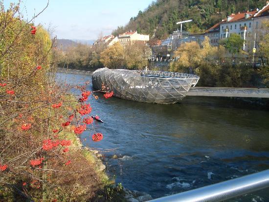Graz: künstliche Murinsel
