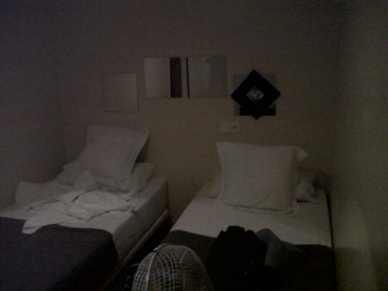 THC Gran Via Hostel: La de mis amigas: sin ventana, sin luz sin rien