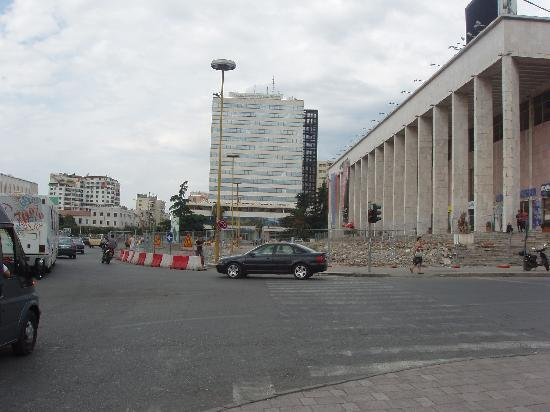 Tirana International Hotel & Conference Centre: Hotel view from Skenderbej square