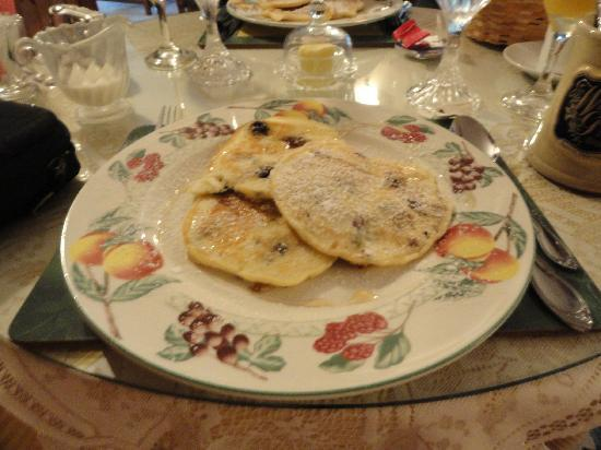A Wicher Garden Bed & Breakfast: Gail's blueberry pancakes... Thx Gail!