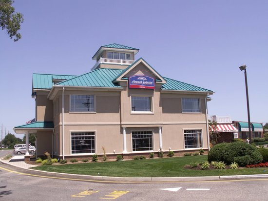 Howard Johnson Hotel - Toms River: Exterior View