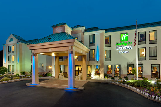 Holiday Inn Express Hotel & Suites Allentown - Dorney Park Area: Hotel Exterior - Night
