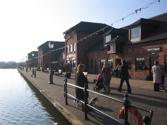 Barton Marina : The Promenade