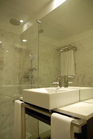 Hotel dos Zimbros: wc quarto