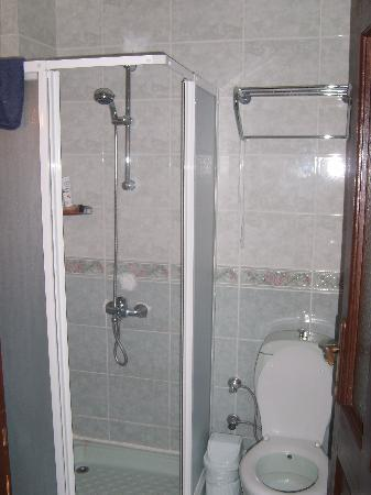 Karbel Beach Hotel: Bathroom