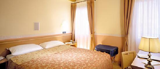 Albergo Residence Roma: Stanza matrimoniale