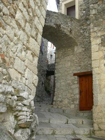 Peillon, France: rue du village