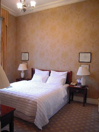 Hotel Bristol, a Luxury Collection Hotel, Warsaw: Bright bedroom with high ceiling