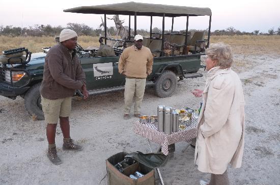 andBeyond Sandibe Okavango Safari Lodge: apéritif durant le safari