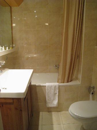 Sagitta Swiss Quality Hotel: Modern bathroom