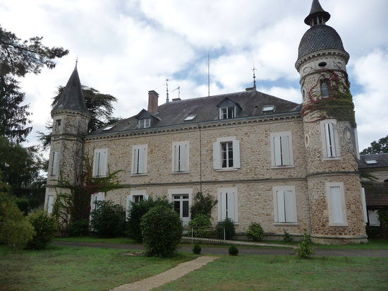 Château de Buros: vue derrière